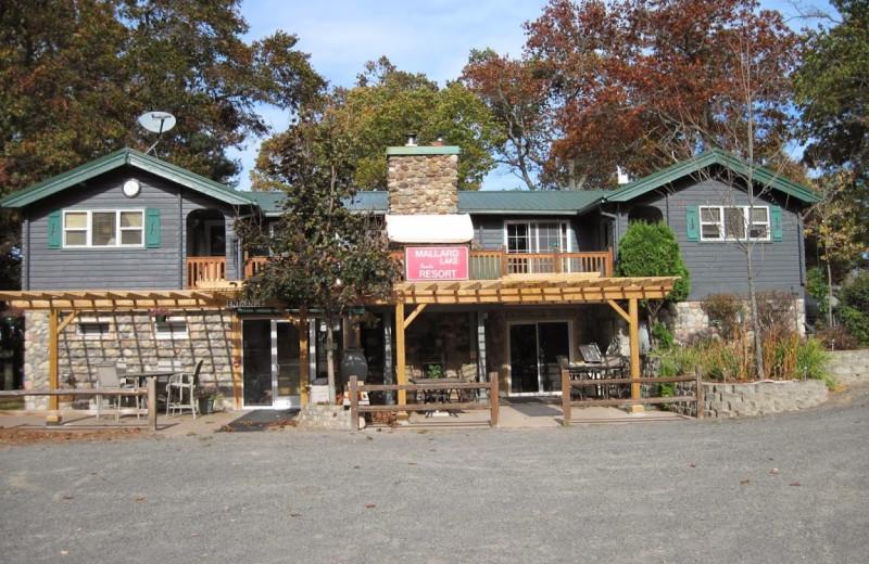 Exterior view of Mallard Lake Family Resort.