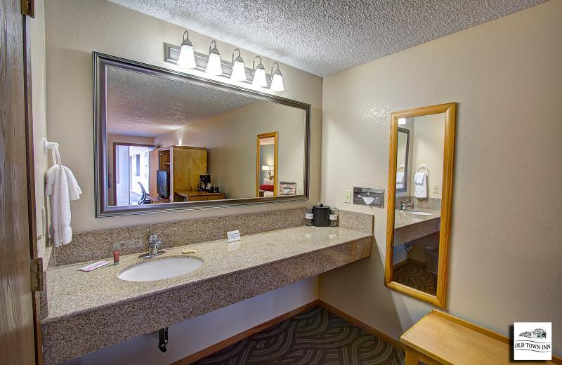 Guest bathroom at Old Town Inn.