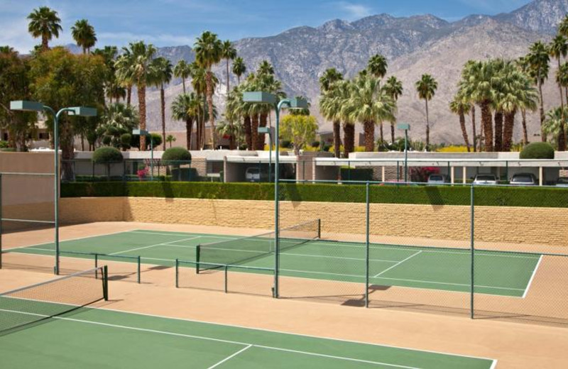 Tennis court at Desert Isle Of Palm Springs.