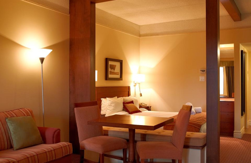 Guest room at Estrimont Suites & Spa.
