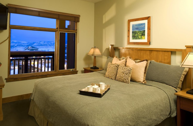 Guest bedroom at Sundial Lodge.