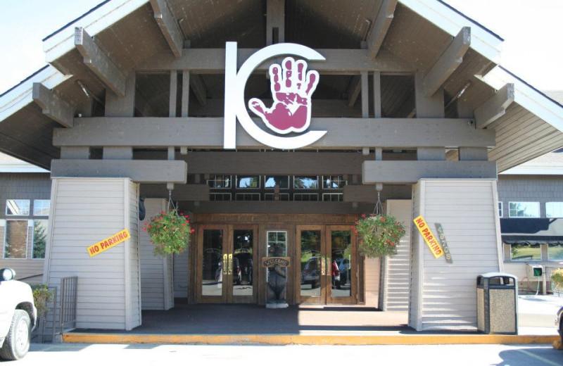 Entrance to the Best Western PLUS KwqTaqNuk Resort