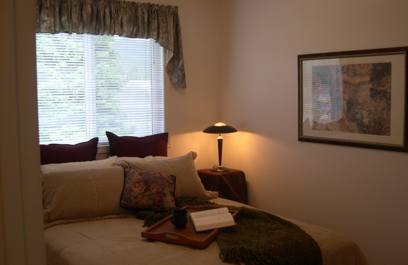 Guest room at Grizzly Peaks Condominums.
