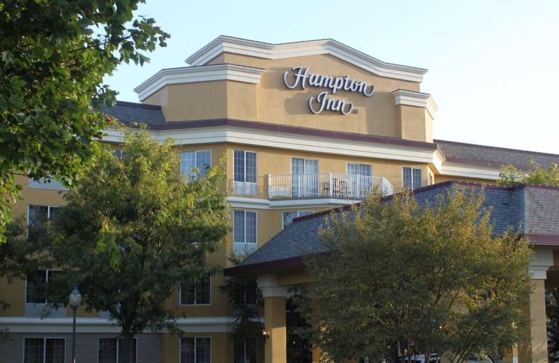 Exterior view of Hampton Inn Holland.