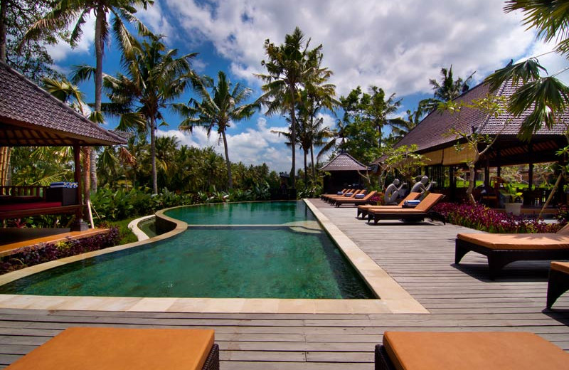 Outdoor pool at Agung Raka Bungalows.
