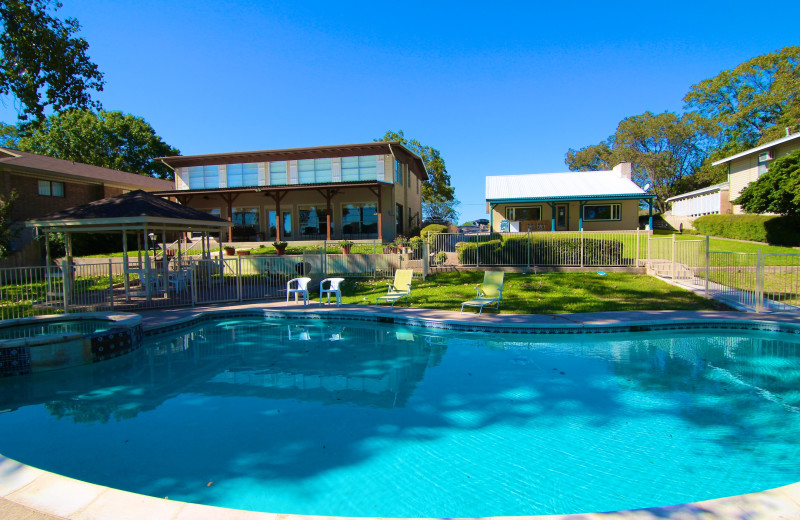 Azure Relaxin on LBJ Big & Little House - 7/3, Sleeps 29, Boat Docks, 2 Dual Jet-Ski Lifts, Pool, Jacuzzi, WI-FI