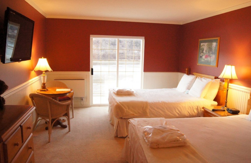 Guest room at South Thompson Inn & Conference Centre.