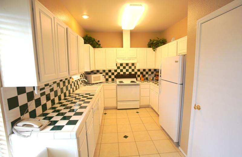 Guest kitchen at Plantation Suites & Conference Center.
