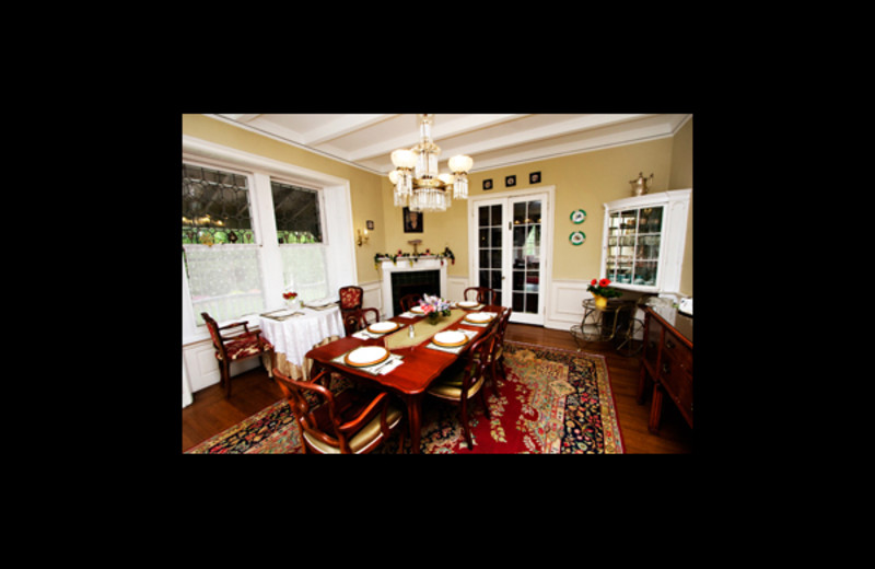 Dining room at Silverstone Bed & Breakfast.
