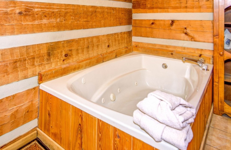 Cabin jacuzzi at TNT Cabin Rentals.