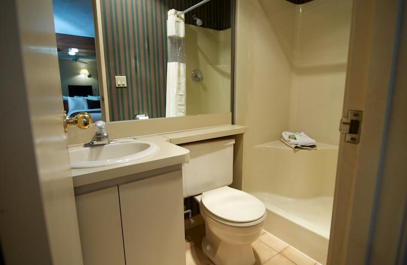 Guest bathroom at Split Rock Resort & Golf Club.