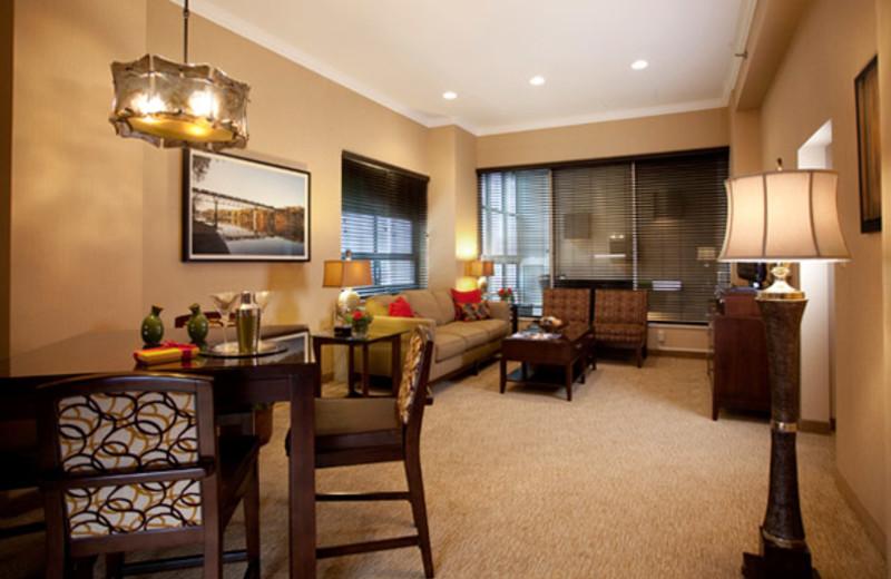 Suite Interior at Crowne Plaza Minneapolis