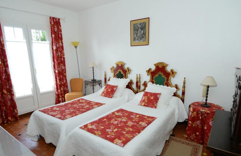 Guest room at Le Relais du Val d'Orbieu.