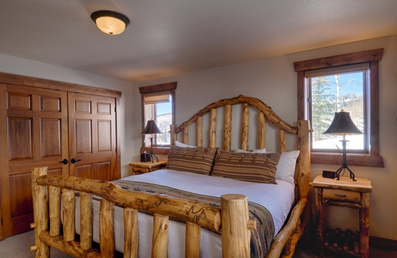 Guest bedroom at Vista Verde Ranch.