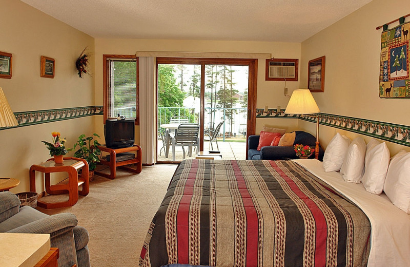 Guest room at The Beacons of Minocqua.