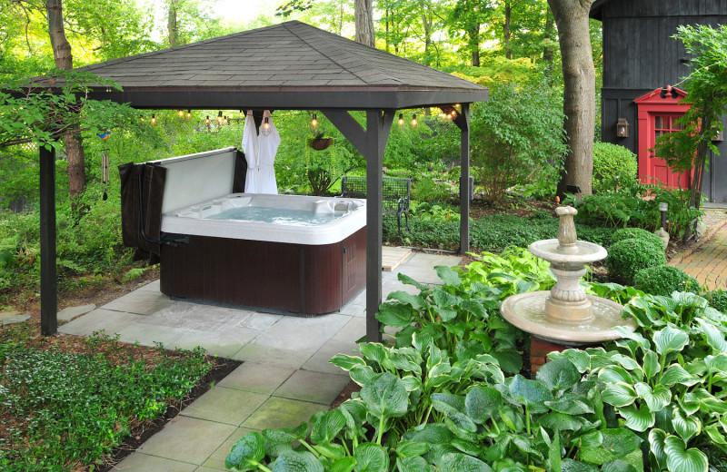 Hot tub at 1795 Acorn Inn Bed and Breakfast.