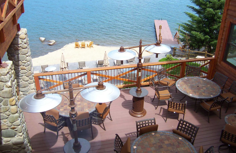 Outdoor patio at The Lodge at Sandpoint.