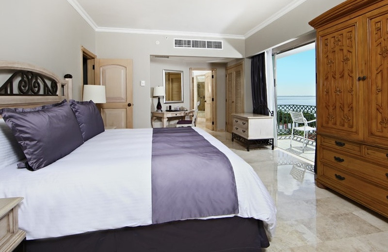 Guest room at Sandos Cancun Luxury Experience Resort.