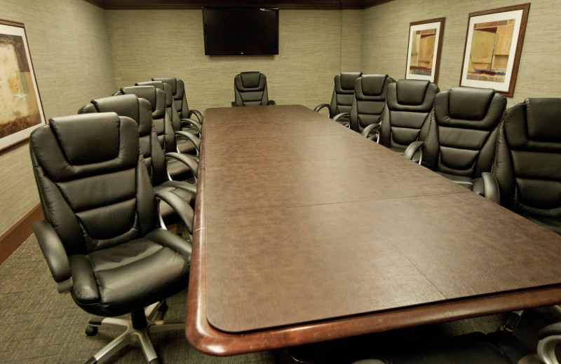 Complete with audio-visual, oversized white board and comfortable seating, the private Oak Board Room offers a formal setting for staff meetings, group brainstorming sessions and private dining.