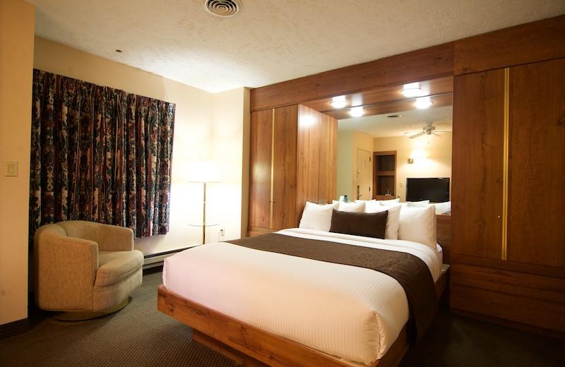 Guest room at Split Rock Resort & Golf Club.
