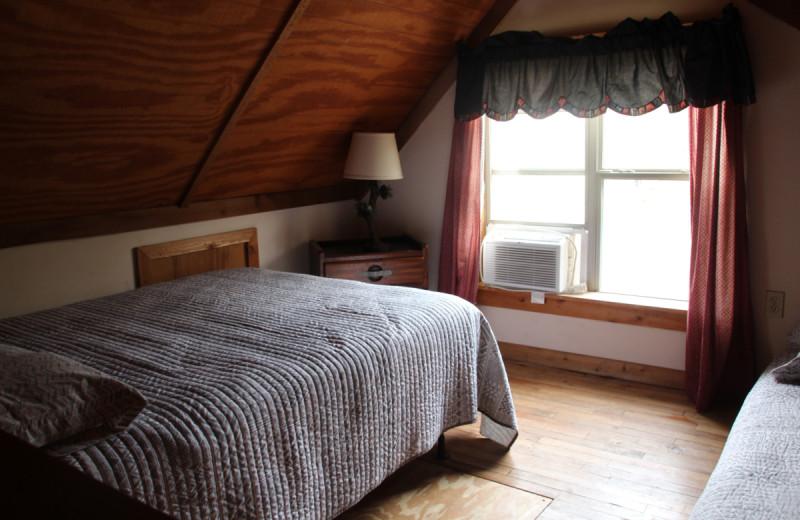 Cabin bedroom at Berry Creek Cabins.