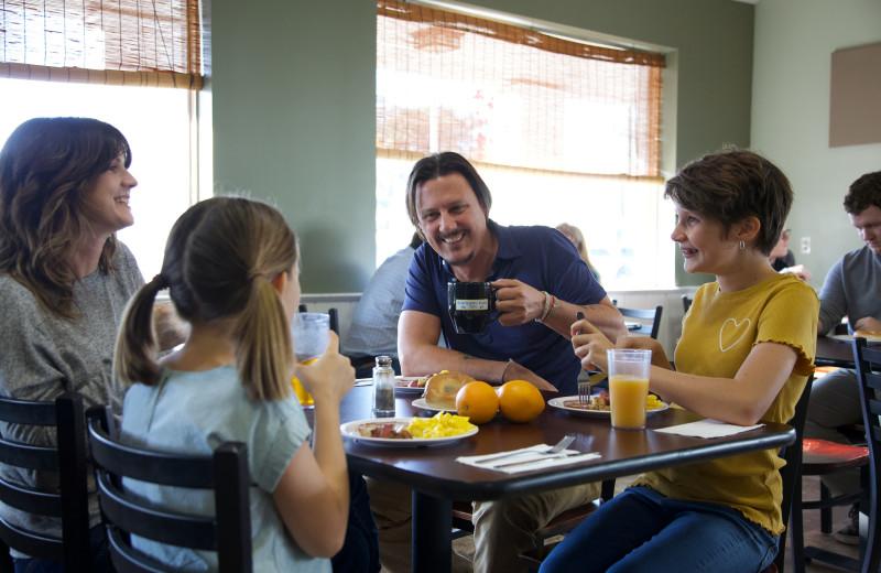 Family dining at Southern Oaks Inn.