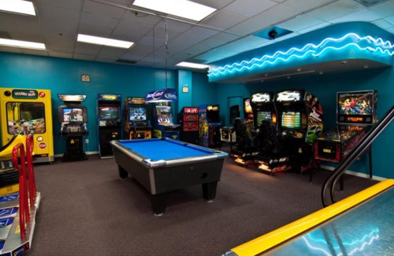 Video arcade room at Clarion Inn Lake Buena Vista.