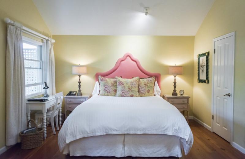 Cottage bedroom at Cottage Grove Inn.