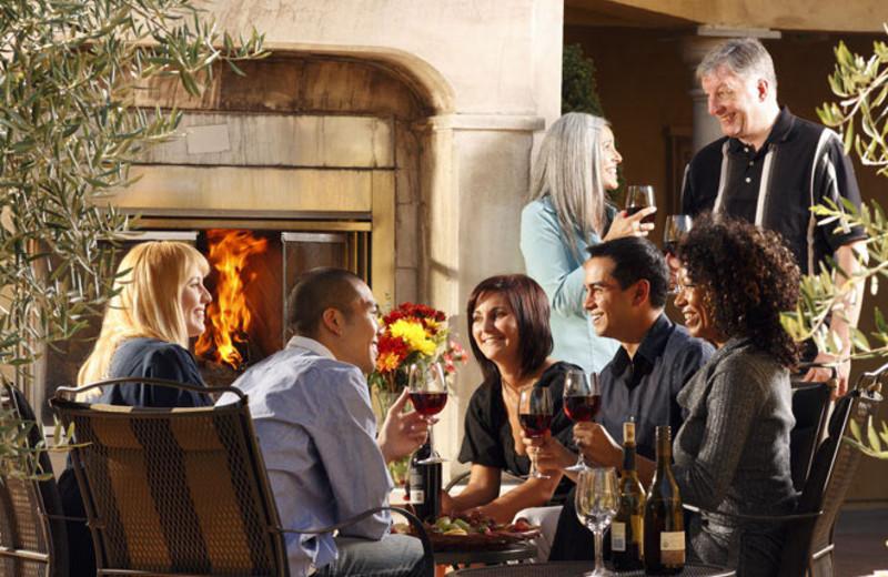 Outdoor dining at Best Western Dry Creek Inn Hotel.