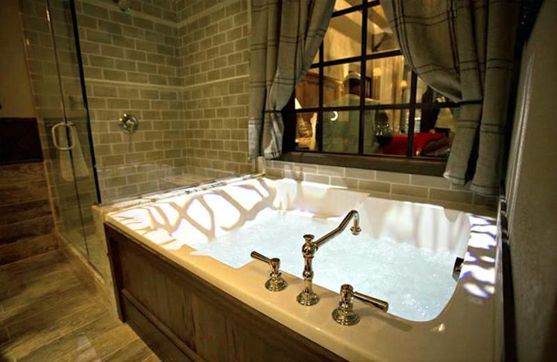 Guest hot tub at Big Cypress Lodge.
