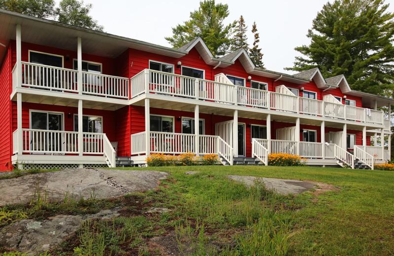 Exterior view of Bayview Wildwood Resort.
