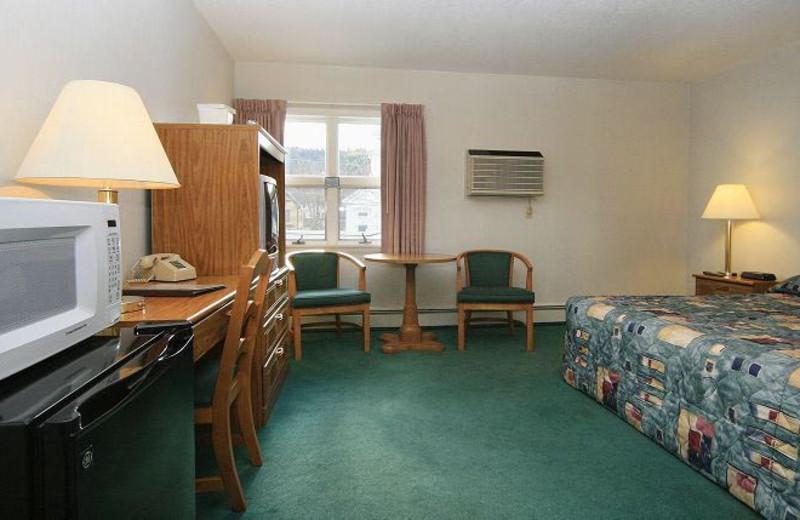 Guest room at Royalty Inn.