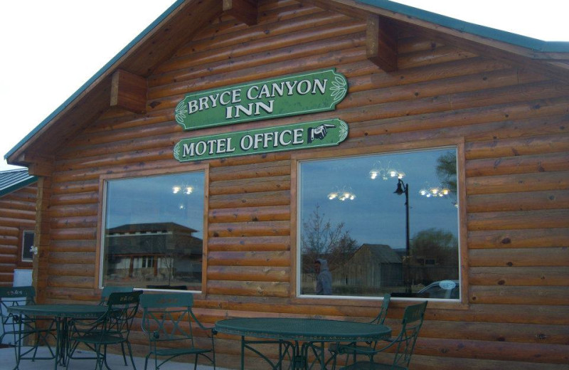 Exterior view of Bryce Canyon Inn.