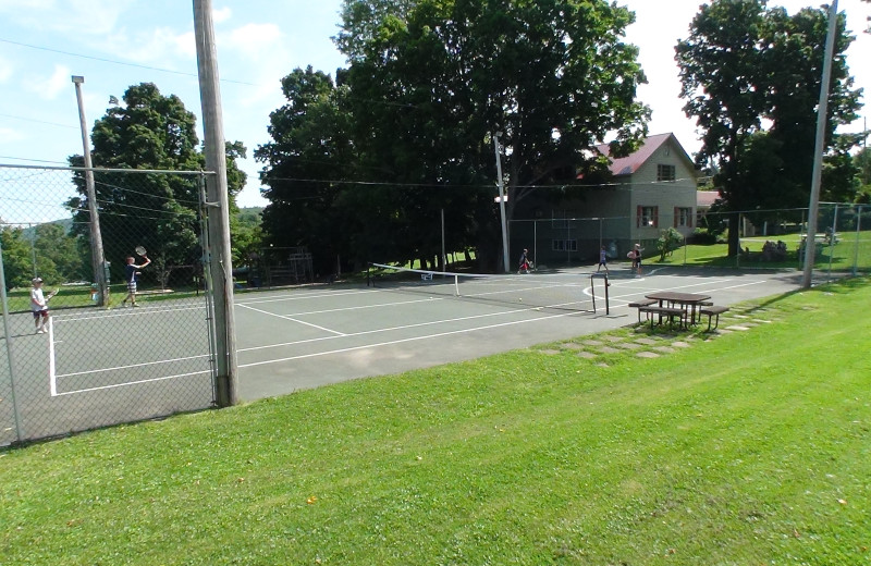 Tennis court at Winter Clove Inn.