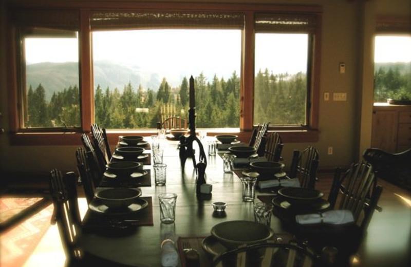 Dining at Sakura Ridge.