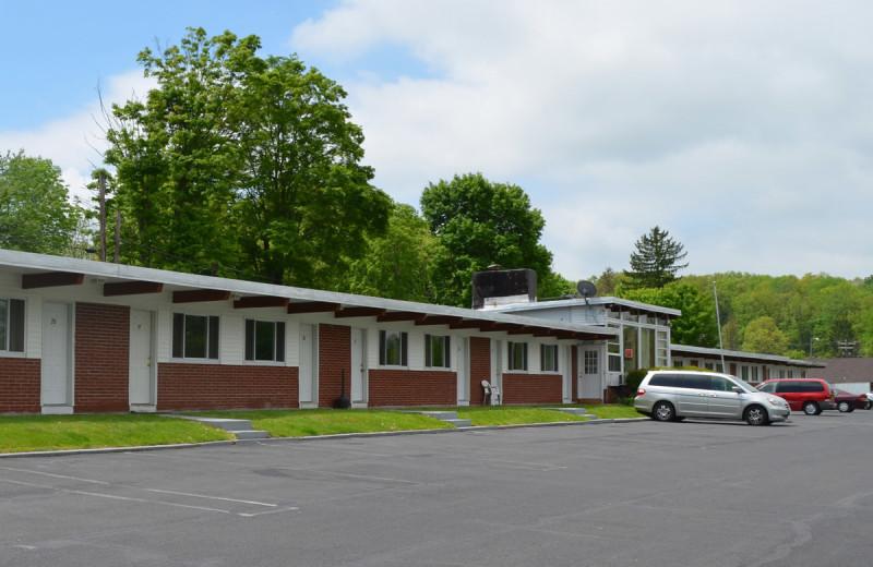 Exterior view of Paramount Motel.
