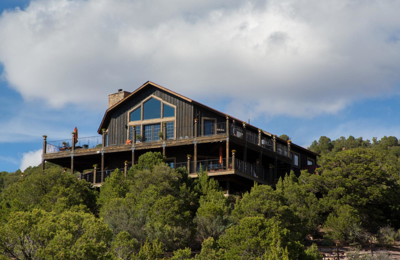 Exterior view of Whispering Oaks Ranch.
