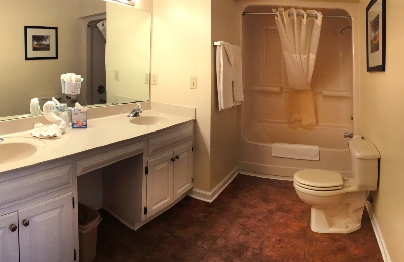 Guest bathroom at Beau Rivage Golf & Resort.