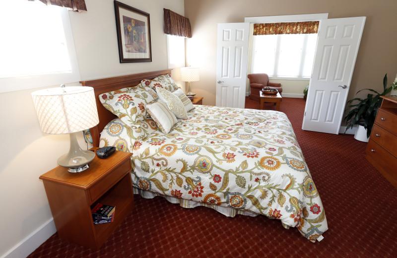 Guest bedroom at King's Creek Plantation.