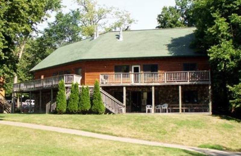 Lodge exterior at Bug-Bee Hive Resort.