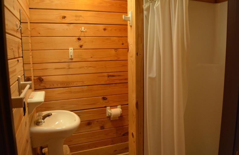 Cabin bathroom at Yogi on the Lake.