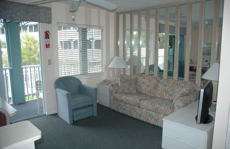 Guest room at Surfrider Beach Club.