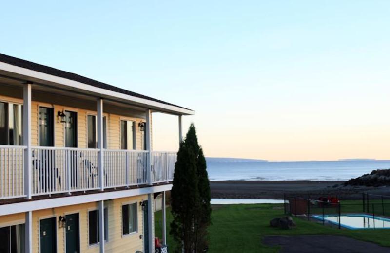 Exterior view of Alpine Motor Inn.