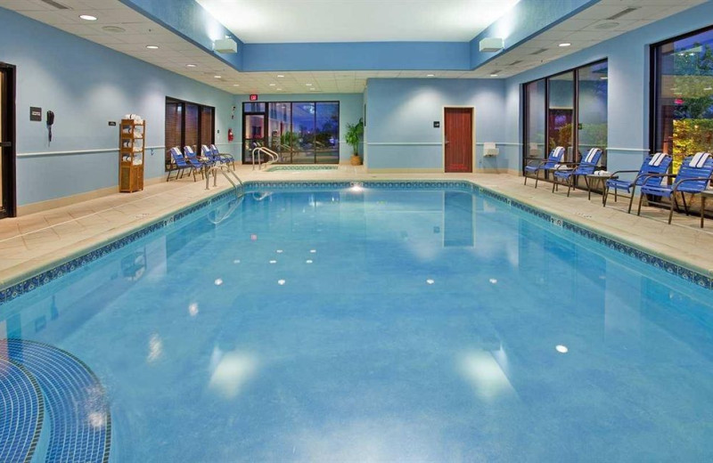 Indoor pool at Hampton Inn Kansas City.