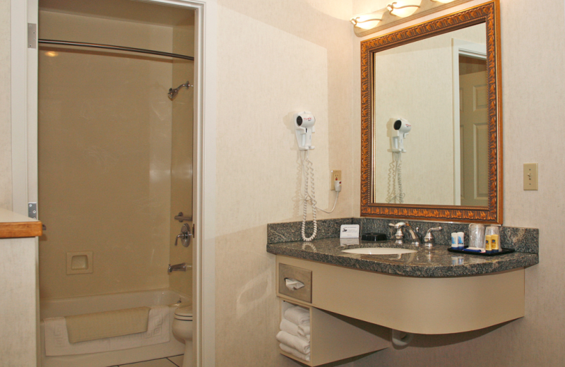 Guest bathroom at  Lakeside Lodge & Suites.