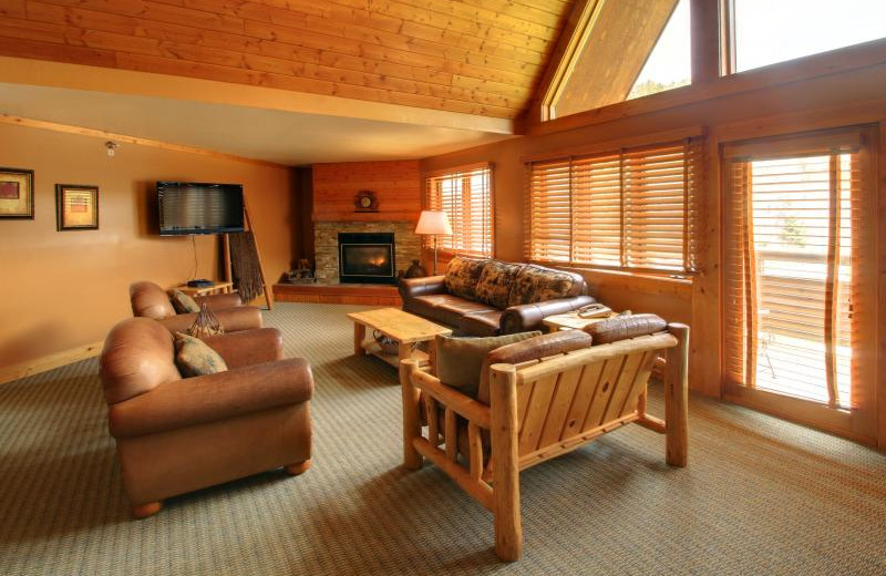 Guest room at Spearfish Canyon Lodge.
