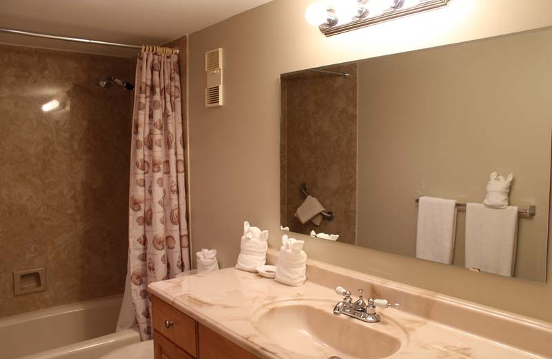 Guest bathroom at Gulfview Manor Resort.