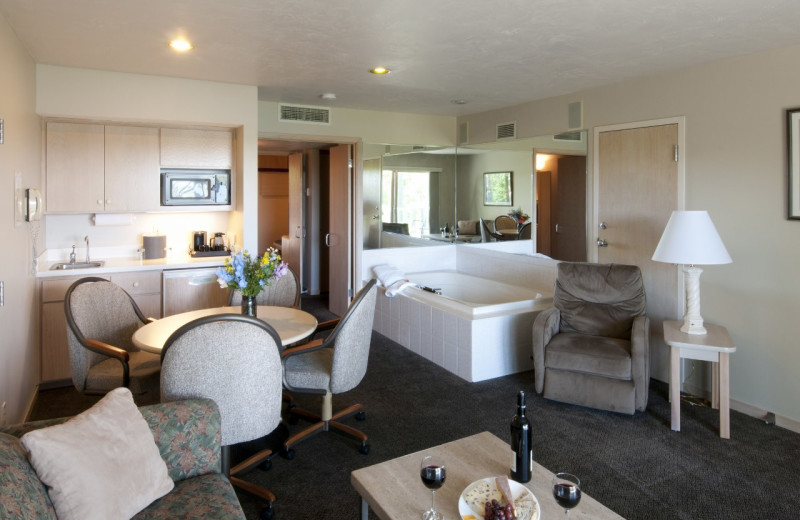Jacuzzi suite at Country House Resort.