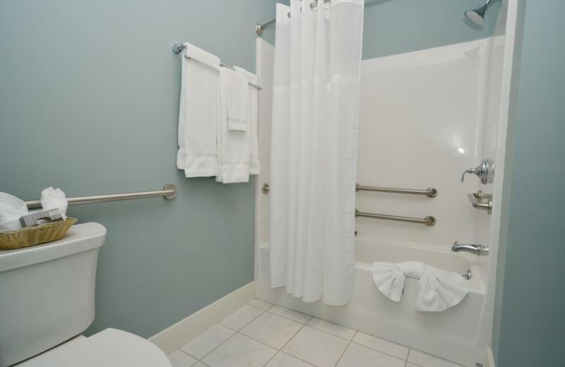 Guest bathroom at Newagen Seaside Inn.
