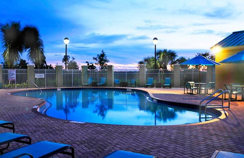 Outdoor pool at Radisson Inn Sanibel Gateway.